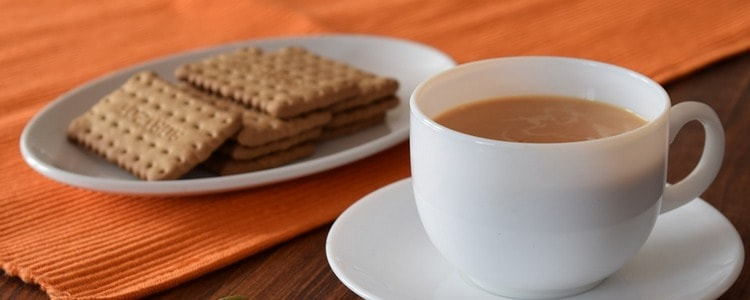 Чай с молоком - вредный напиток или польза для организма?